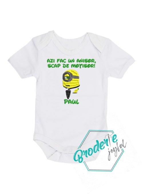 body-bebe-brodat-mot-minion-100-bumbac-alb-12-18-luni